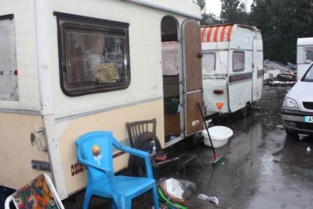 Caravanes roms sur le camp de Lille SudPh. Kpénahi