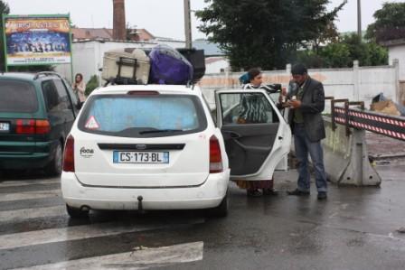 Une famille rom prête à quitter le camp de Lille sud
